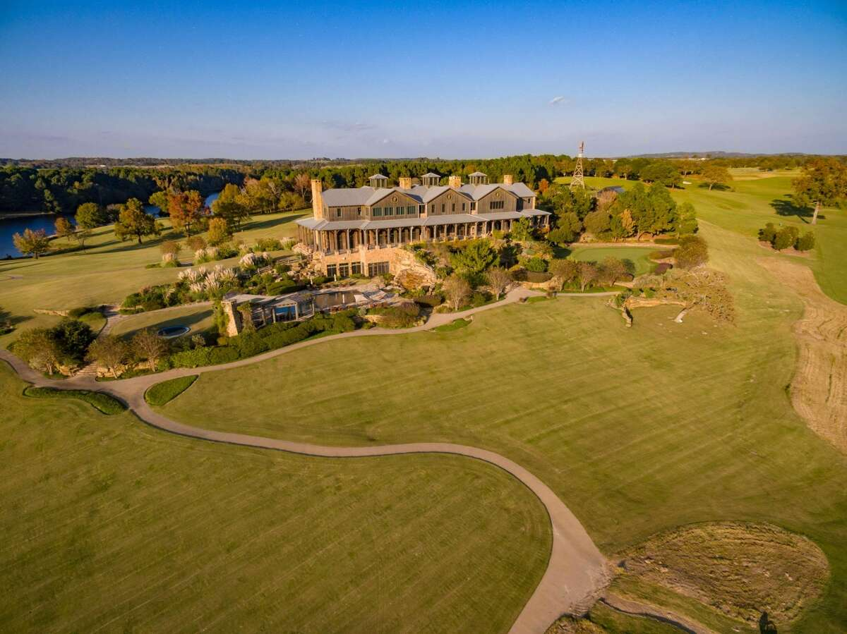 A sprawling 2,500-acre ranch just southeast of Dallas is looking for a buyer and the man who helped sell the Waggoner Ranch last year is hoping to make lightning strike twice. Bernard Uechtritz with International Icon Properties is handling the sale of the mega-spread, called Barefoot Ranch.