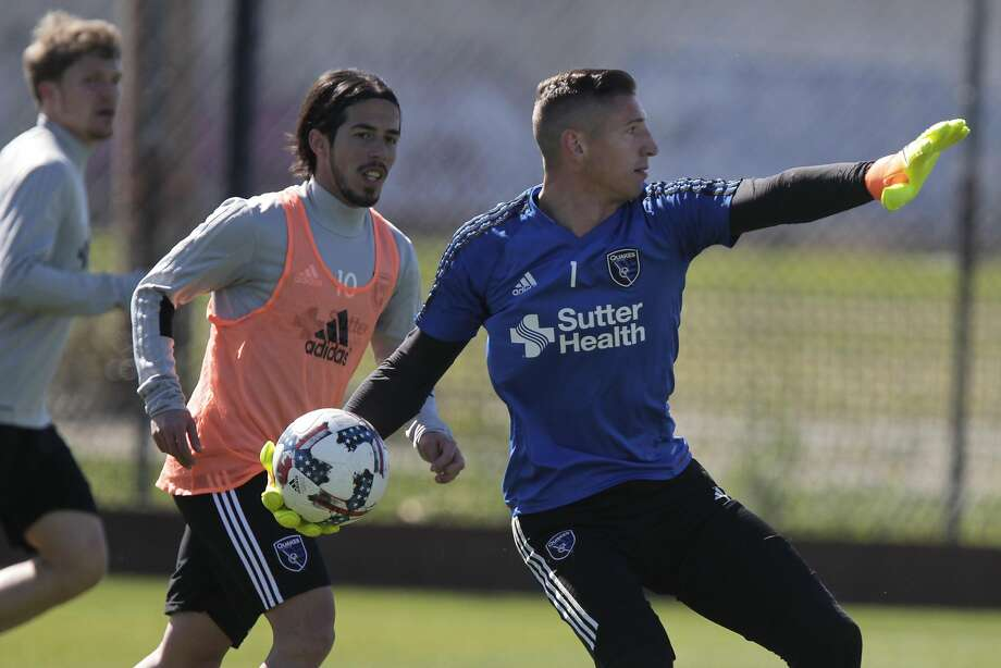 Earthquakes' goalie David Bingham (right) throws the ball into play during an Earthquakes' practice on Tuesday, February 28, 2017 in San Francisco, Calif. Photo: Lea Suzuki, The Chronicle
