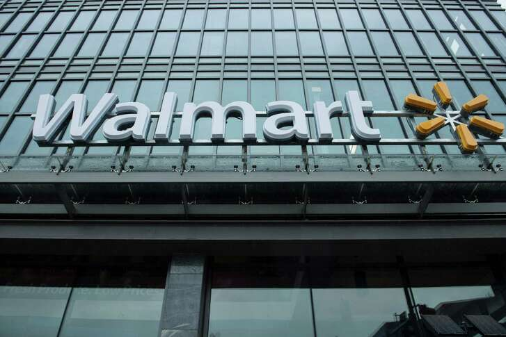 (FILES) This file photo taken on September 25, 2014 shows a view of a Walmart September 25, 2014 in Washington, DC.  Wal-Mart Stores on February 21, 2017 reported a strong gain in domestic store sales during the key holiday-shopping quarter, although earnings fell on higher expenses. The world's biggest retailer reported fourth-quarter net income of $3.8 billion, down 17.9 percent from the year-ago period.Revenues were up 1.0 percent to $130.9 billion.  / AFP PHOTO / BRENDAN SMIALOWSKIBRENDAN SMIALOWSKI/AFP/Getty Images
