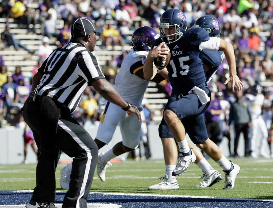 Rice Owls quarterback J.T. Granato (15) scrambles for a touchdown in the second quarter during the NCAA football game between the Prairie View A&M Panthers and the Rice Owls at Rice Stadium in Houston, TX on Saturday, October 22, 2016.   The Owls lead the Panthers 45-14 at halftime. Photo: Tim Warner, Freelance / Houston Chronicle