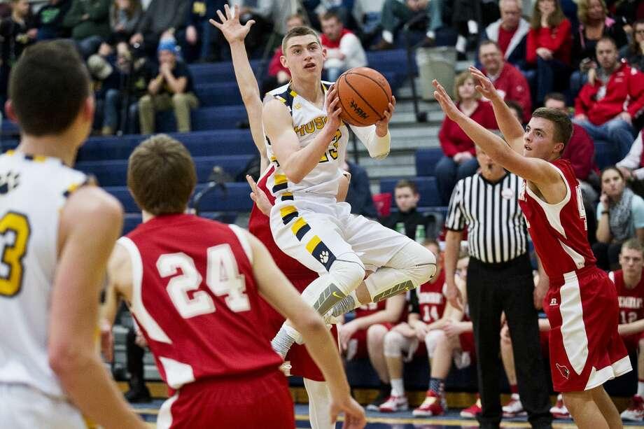Breckenridge's Gavin Ostrander goes up for two on Tuesday at Breckenridge High School. Photo: Erin Kirkland/Midland Daily News/Erin Kirkland