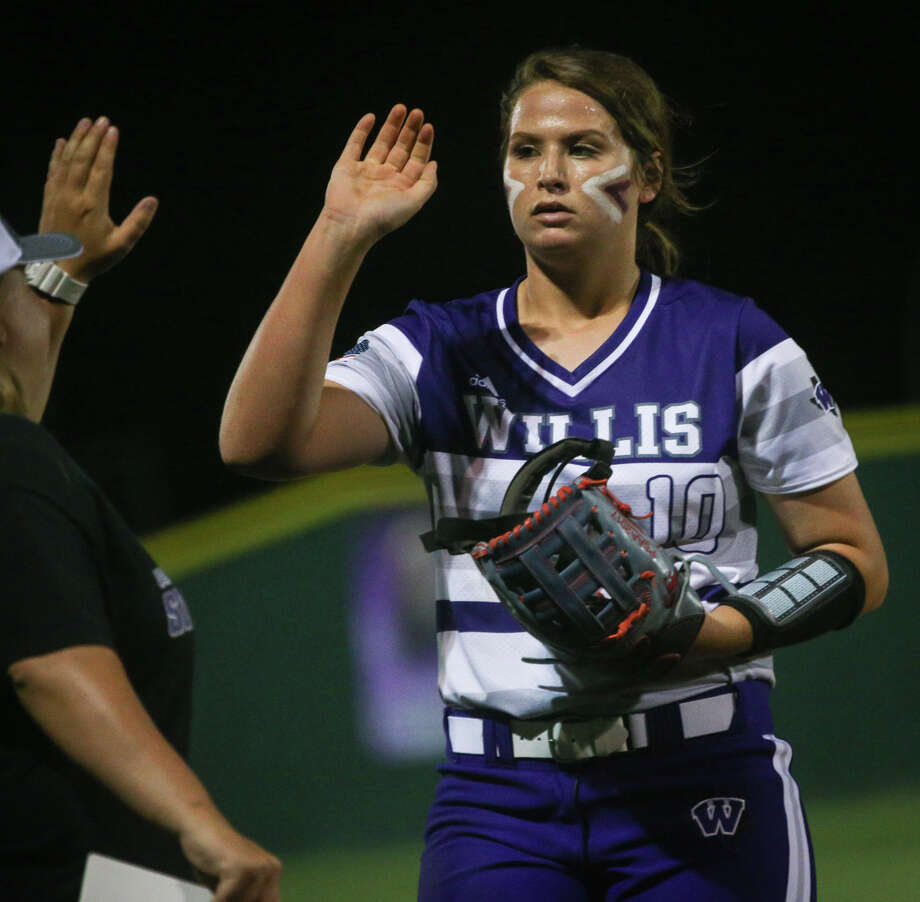 Willis' Casey Dixon (10) high fives head coach Stephanie Shelly during the varsity softball game against Tomball on Tuesday, Feb. 28. 2017, at Willis High School. (Michael Minasi / Chronicle) Photo: Michael Minasi, Staff Photographer / © 2017 Houston Chronicle