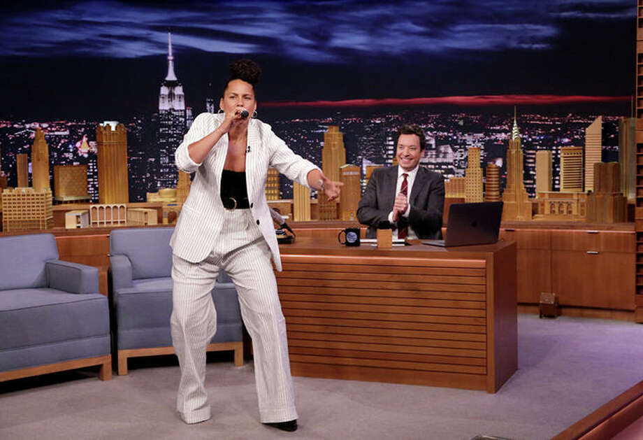 Alicia Keys Impersonates Adele & Gwen Stefani on 'Fallon'