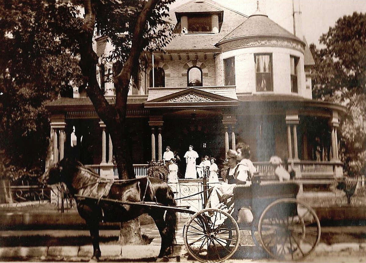 Photos provided by the King William Association show what 425 King William St. looked like when the Seeling family lived there in the early 1900s.