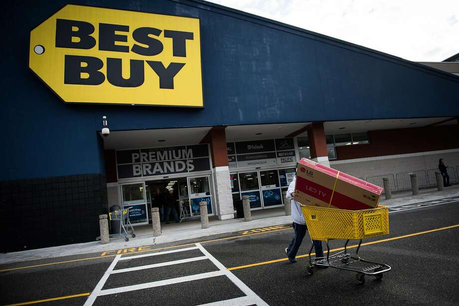 As it tries to improve results, Best Buy has vowed to expand its online operations, offer more higher-margin services and expand internationally. Photo: Mark Kauzlarich, Bloomberg