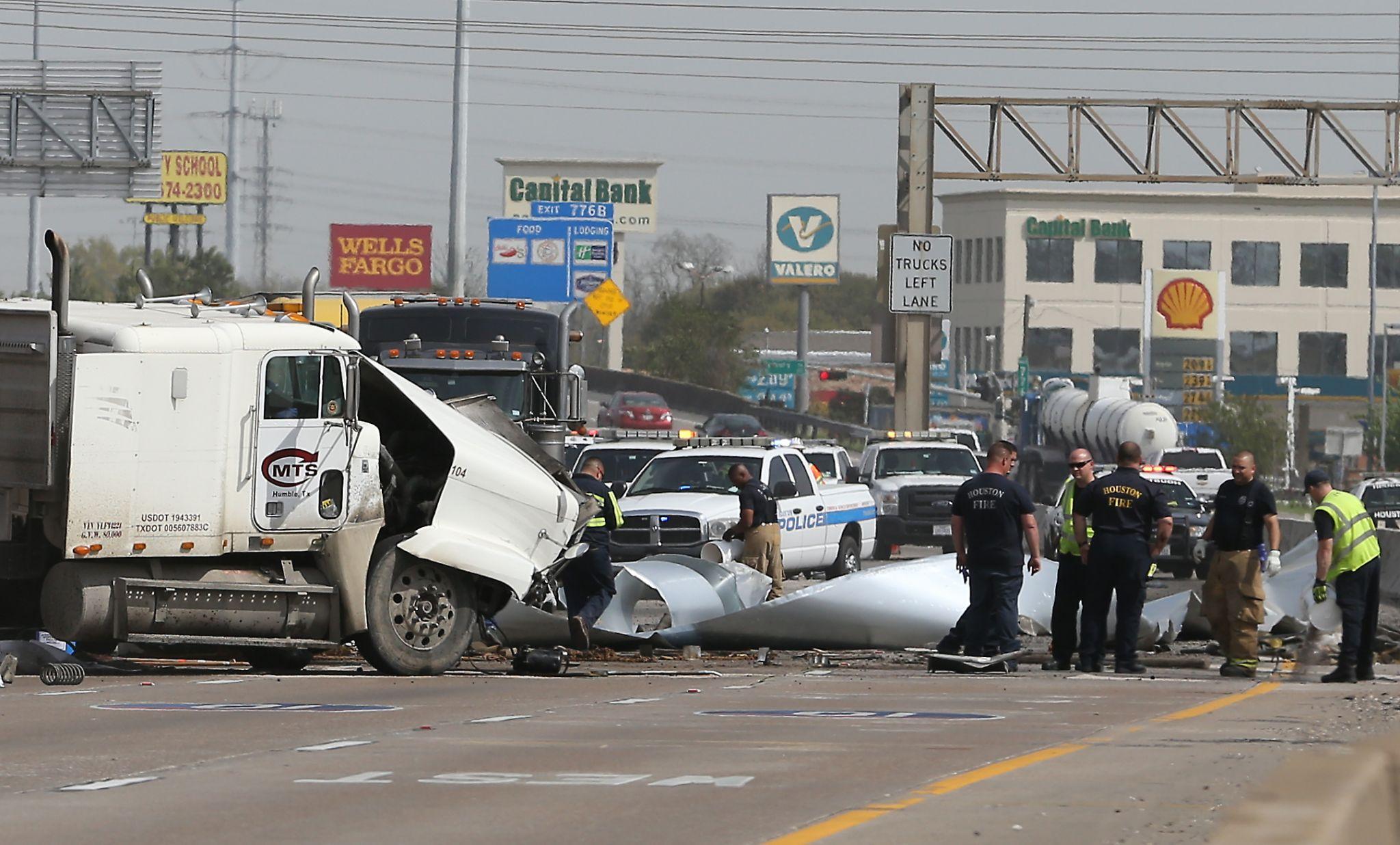 Three Vehicle Crash Creates Traffic Nightmare On I 10 At