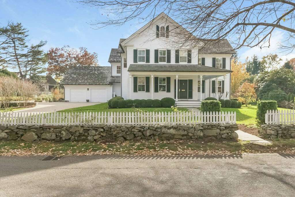 The Colonial Farmhouse At 75 Old South Road Sits A Block From Southport Harbor And Long