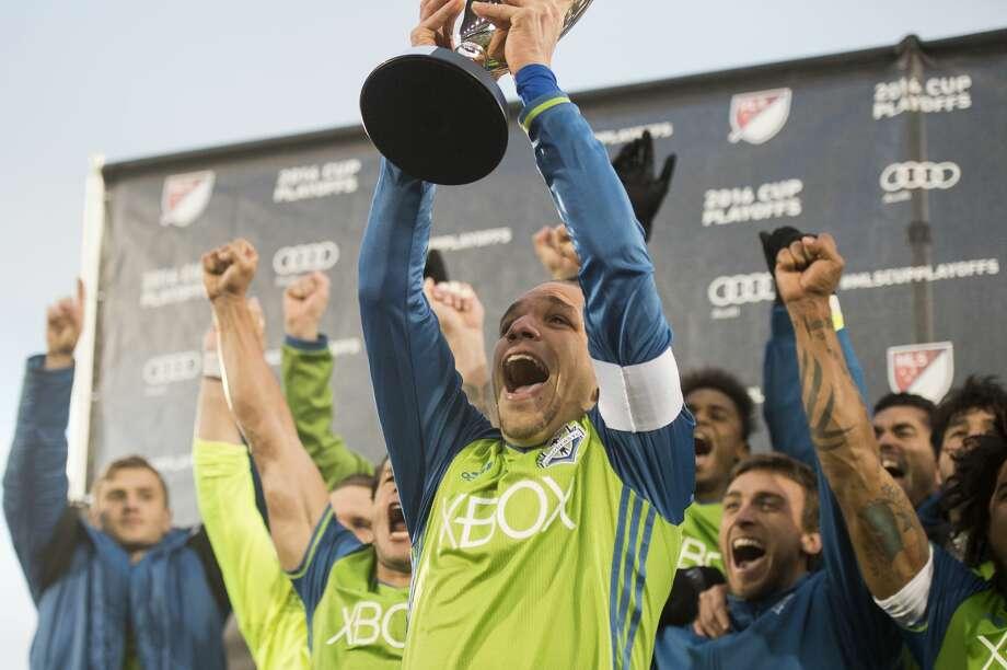 M Osvaldo Alonso Photo: Daniel Petty/Denver Post Via Getty Images