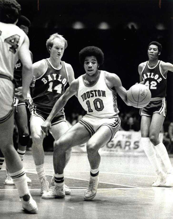 Otis Birdsong (10) averaged 30.3 points per game in 1977. The Cougars advanced to the championship game of the National Invitation Tournament where they lost to St. Bonaventure. Photo: Mike Robinson, HC Staff / Houston Chronicle