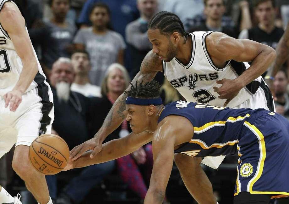 Kawhi Leonard's presence gives the Spurs options on defense. Photo: Kin Man Hui /San Antonio Express-News / ©2017 San Antonio Express-News