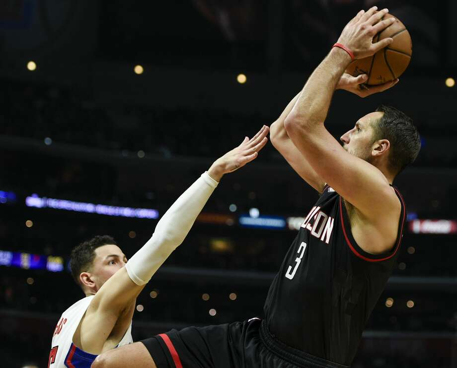 Houston Rockets forward Ryan Anderson shoots over Los Angeles Clippers guard Austin Rivers during the second half of an NBA basketball game in Los Angeles, Wednesday, March 1, 2017. The Rockets won 122-103. (AP Photo/Kelvin Kuo) Photo: Kelvin Kuo/Associated Press