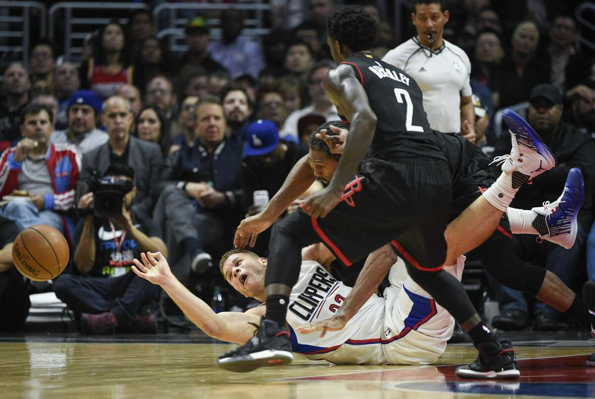 Los Angeles Clippers forward Blake Griffin attempts to pass the ball from the floor, as Houston Rockets center Nene Hilario, rear, and guard Patrick Beverley defend during the second half of an NBA basketball game in Los Angeles, Wednesday, March 1, 2017. The Rockets won 122-103. (AP Photo/Kelvin Kuo)