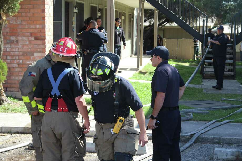 Firefighters responded to an apartment fire on March 2, 2017, in the 6800 block of Pecan Valley Drive. Photo: Tyler White, San Antonio Express-News / San Antonio Express-News