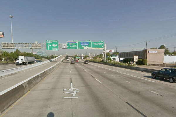 The exit for Scott Street from I-45 is pictured in this Google Streetview image.