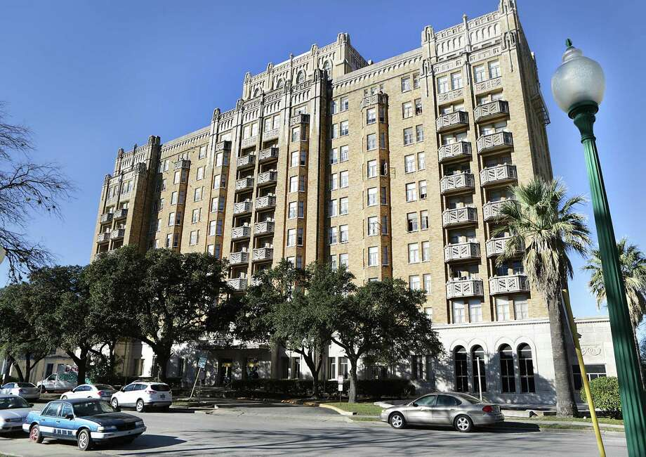 The Aurora apartments opened in 1930 as a luxury hotel. Photo: Bob Owen /San Antonio Express-News / © 2015 San Antonio Express-News