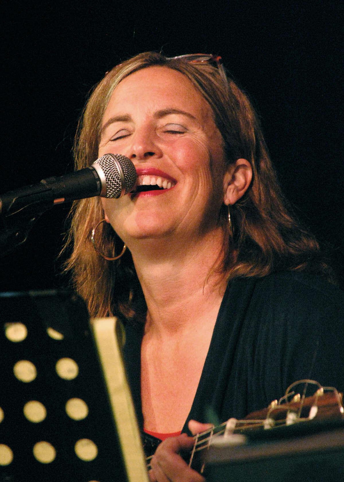 Singer-songwriter Elizabeth Straton