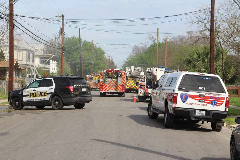 Firefighters extinguished a fire at a quadplex on March 2, 2017, in the 500 block of East Carson Street near downtown. Photo: Tyler White, San Antonio Express-News / San Antonio Express-News