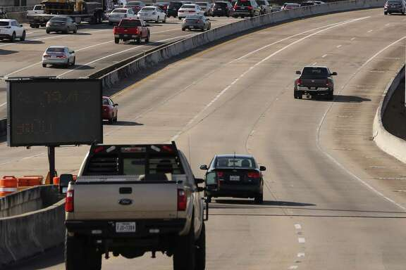 Traffic moves along Spur 5 on March 2. Starting on March 3 at 9 p.m., the segment north of Scott Street will will be shut down for seven months for construction.