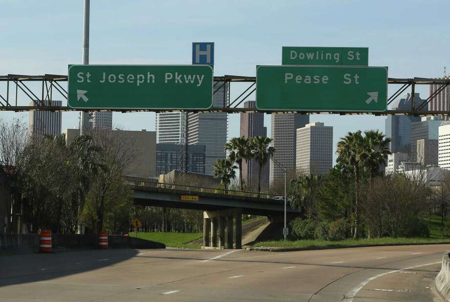 Spur 5, which runs parallel to Interstate 45 near the University of Houston, will shut for seven months starting March 3 at Scott, so a new ramp can be built. Photo: Yi-Chin Lee / Houston Chronicle, 45Spur0303 / Houston Chronicle 2017