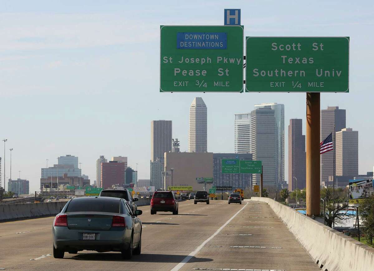 Spur 5, which runs parallel to Interstate 45 near the University of Houston, will shut for seven months starting March 3 at Scott, so a new ramp can be built.