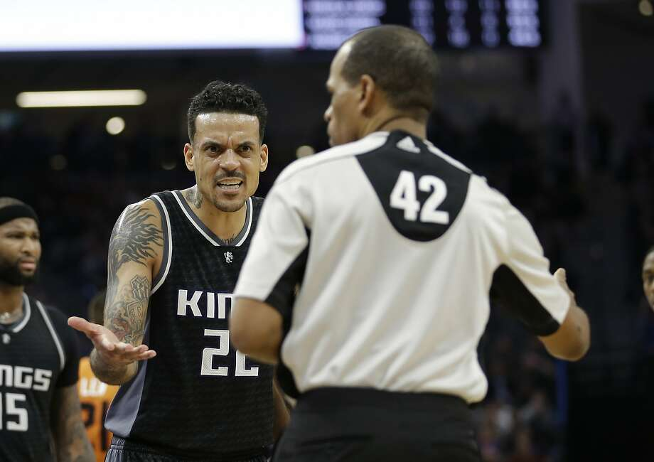Sacramento Kings forward Matt Barnes, left, questions referee Eric Lewis about a foul called against him during the second half of an NBA basketball game agains the Phoenix Suns Friday, Feb. 3, 2017, in Sacramento, Calif. The Suns won 105-103. (AP Photo/Rich Pedroncelli) Photo: Rich Pedroncelli, Associated Press