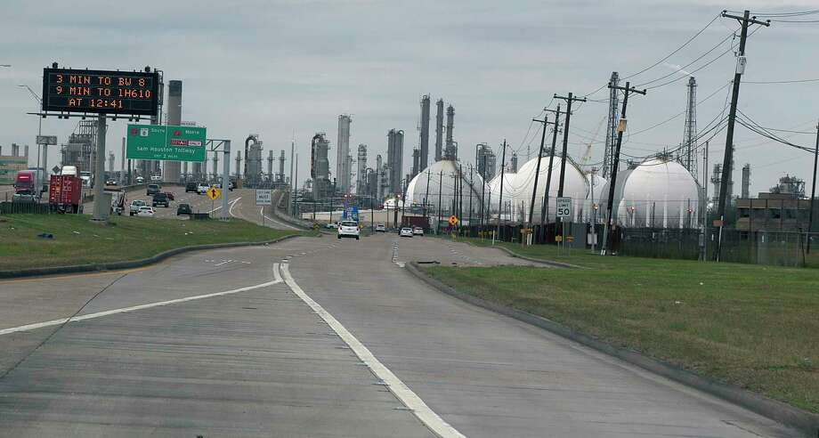 A refinery along highway 225 Wednesday, Jan. 25, 2017, in Dear Park. ( James Nielsen / Houston Chronicle ) Photo: James Nielsen, Staff / © 2017  Houston Chronicle