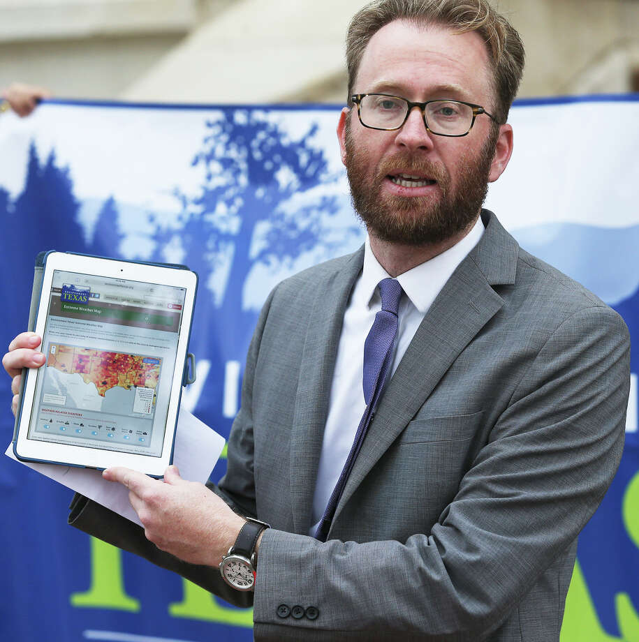 Luke Metzger , Director of Environment Texas shows the online map as his group and Moms Clean Air Force gather outside city hall to give their views on extreme weather and to unveil an interactive weather map on March 9, 2016. Photo: TOM REEL, STAFF / 2016 SAN ANTONIO EXPRESS-NEWS