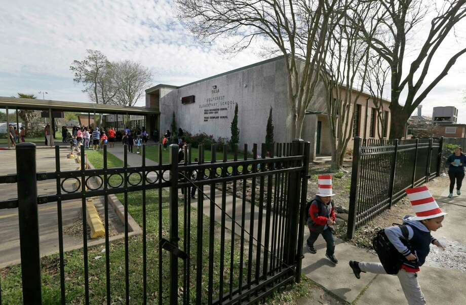 Golfcrest was one of 16 elementaries of 167 in the Houston school district that exceeded EPA's guideline for recommended lead levels. Officials are awaiting results from a second test. Photo: Melissa Phillip, Staff / © 2017 Houston Chronicle