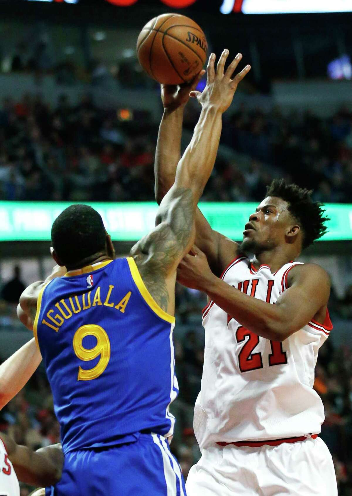 Chicago Bulls' Jimmy Butler, right, shoots against Golden State Warriors' Andre Iguodala during the second half of an NBA basketball game Thursday, March 2, 2017, in Chicago. The Bulls won 94-87. (AP Photo/Nam Y. Huh) ORG XMIT: CXA115