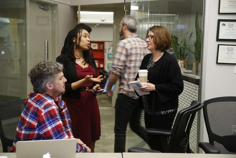 Mother Jones editor in chief Clara Jeffery (right) talks with staffers Jahna Berry (center) and Clint Hendler, news director. Photo: Lea Suzuki, The Chronicle