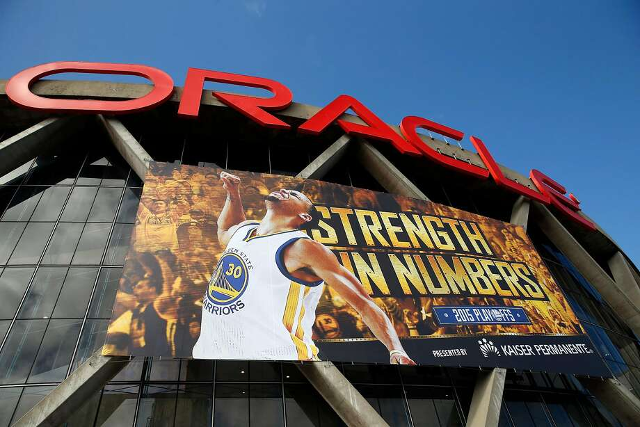 A mural of Golden State Warriors' Stephen Curry adorns the exterior of Oracle Arena before Game 5 of NBA Playoffs' Western Conference Finals in Oakland, Calif., on Wednesday, May 27, 2015. Photo: Scott Strazzante, The Chronicle