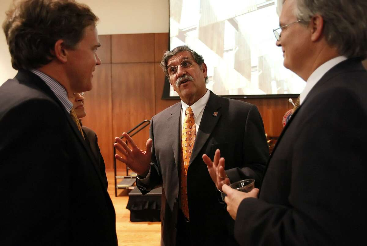 Dr. Ricardo Romo (center), president of UTSA, chats with guests including Texas lawmaker Dan Branch of Dallas (left) and UTSA provost and vice president for academic affair John Frederick (right) before his State of the University address on campus on Tuesday, Sept. 29, 2009. Kin Man Hui/kmhui@express-news.net