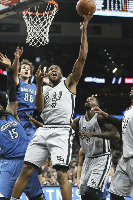 Kawhi Leonard gets loose for a reverse layup in the first half as the Spurs host the Timberwolves at the AT&T Center on March 4, 2017. Photo: Tom Reel/San Antonio Express-News