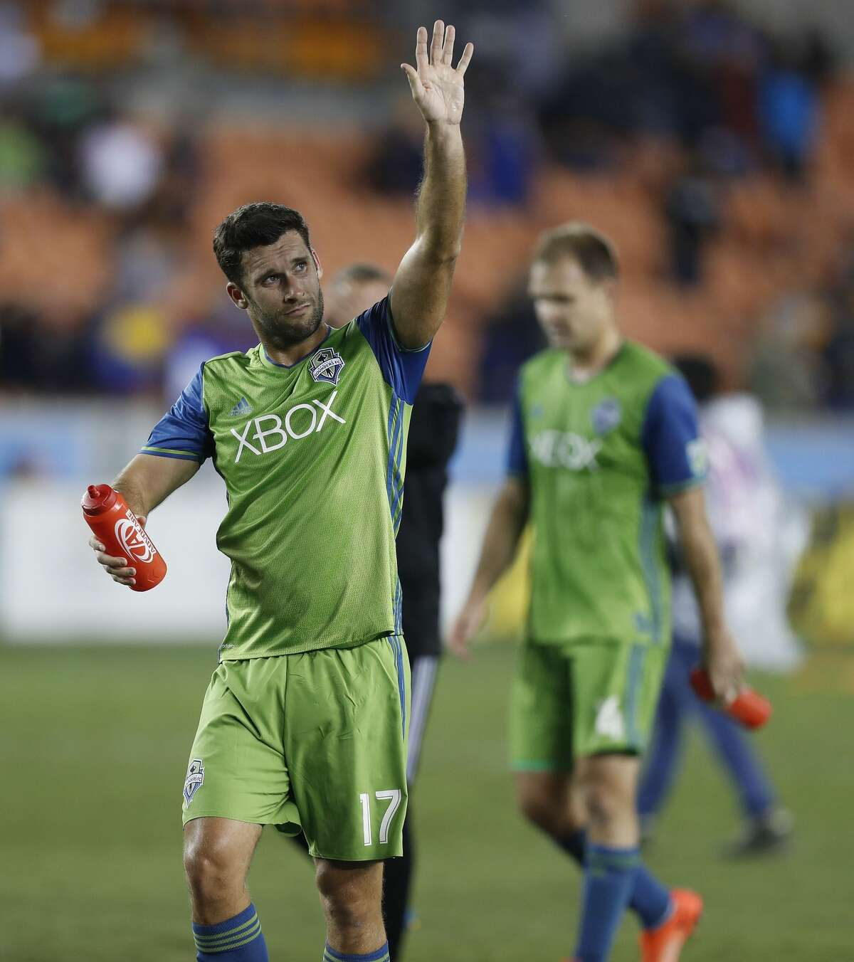 Former Houston Dynamo and current Seattle Sounders defender Will Bruin (17) waves to the crowd after the Dynamo won 2-1 in the season opener MLS soccer game at BBVA Compass stadium, Saturday, March 4, 2017, in Houston. ( Karen Warren / Houston Chronicle )