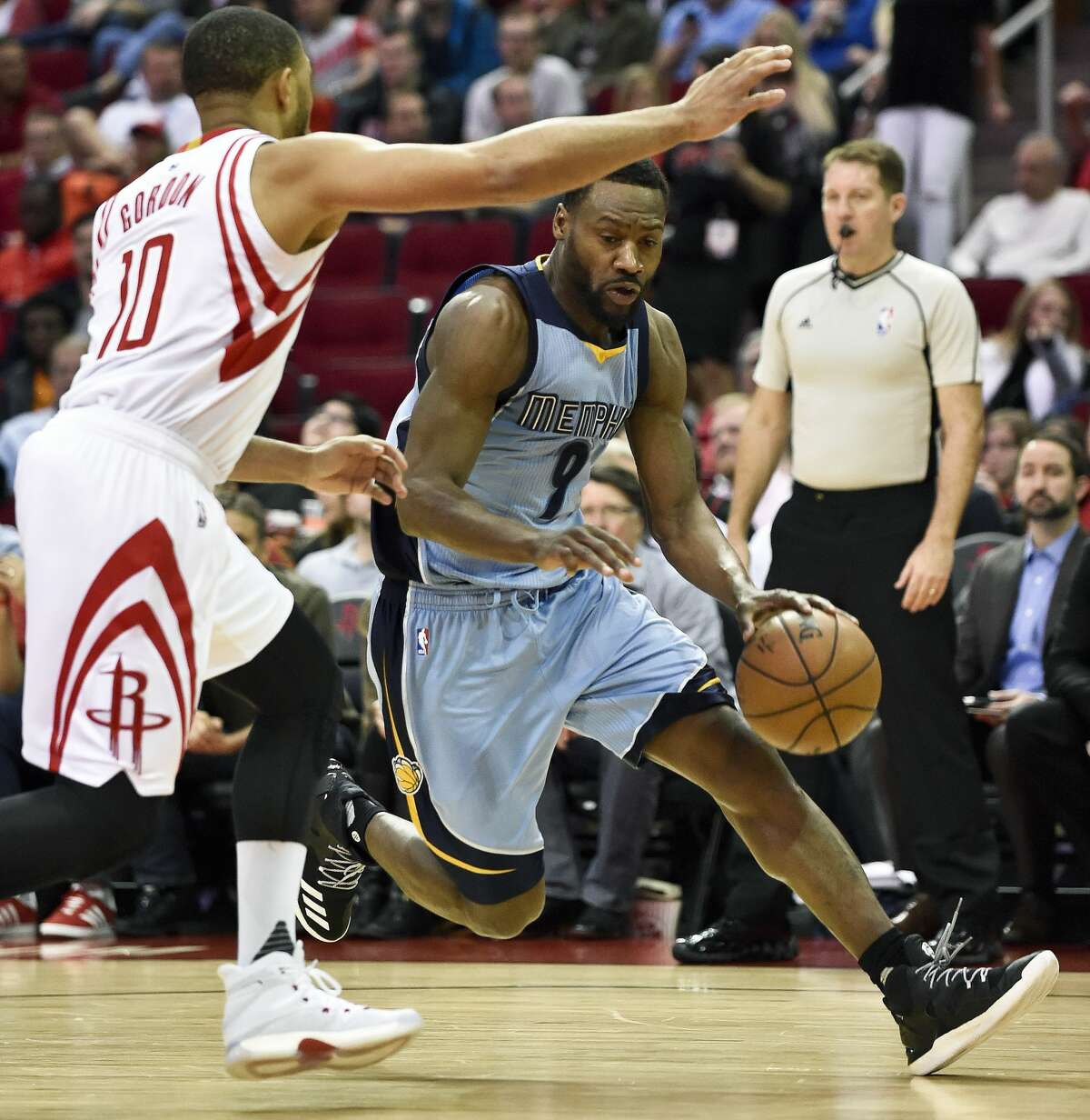 Memphis Grizzlies guard Tony Allen (9) drives around Houston Rockets guard Eric Gordon in the first half of an NBA basketball game, Saturday, March 4, 2017, in Houston. (AP Photo/Eric Christian Smith)
