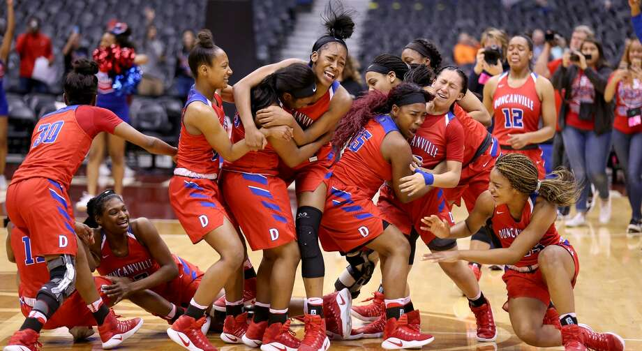 Members of the Duncanville Pantherettes celebrate after their Class 6A state championship game against Houston Cypress Ranch held Saturday March 4, 2017 at the Alamodome. Duncanville won 76-65. Photo: Edward A. Ornelas/San Antonio Express-News
