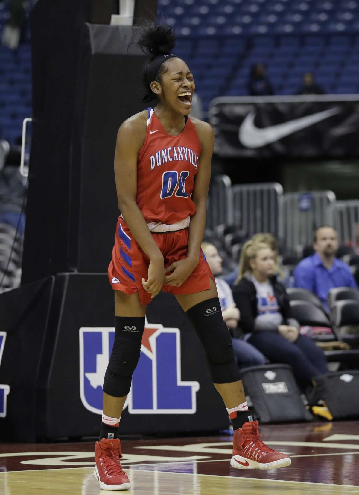 Duncanville's Zarielle Green celebrates the team's win over Houston Cypress Ranch in the UIL girls' Class 6A state basketball final, Saturday, March 4, 2017, in San Antonio. Duncanville won 76-65. (AP Photo/Eric Gay)
