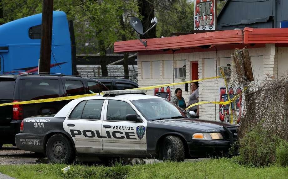 Police investigate a possible homicide off of 7300 Texarkana St. on Monday, March 6, 2017, Houston. ( J. Patric Schneider / For the Chronicle ) Photo: J. Patric Schneider/For The Chronicle