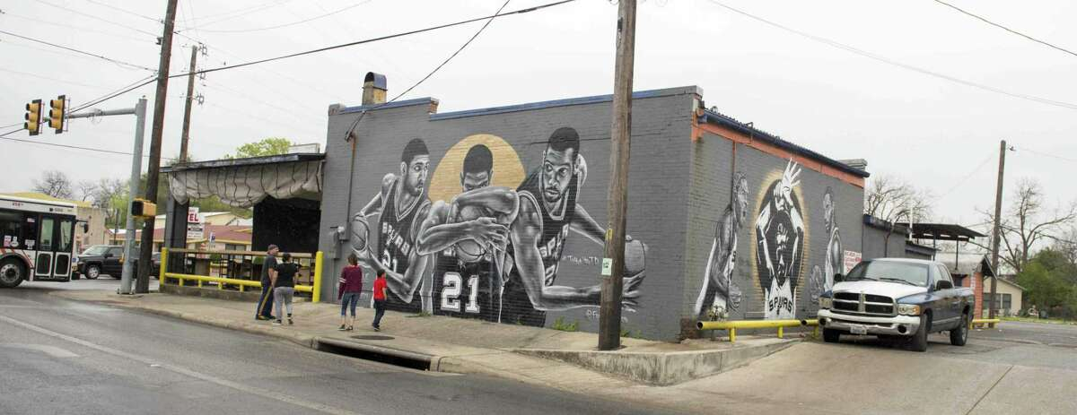 From left, Eddie, Erica, and Marilyn, 15, and Max Martinez , 8, look at Nik Soup's mural dedicated to The Spurs at Franky Diablo's on Saturday, March, 4, 2017.