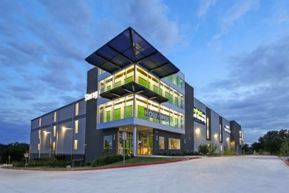 SurePoint Self Storage has secured construction financing for a 726-unit facility with 91,950 square feet in Pearland, according to JLL. It will be just west of Texas 288 near Broadway and Kirby Drive.
