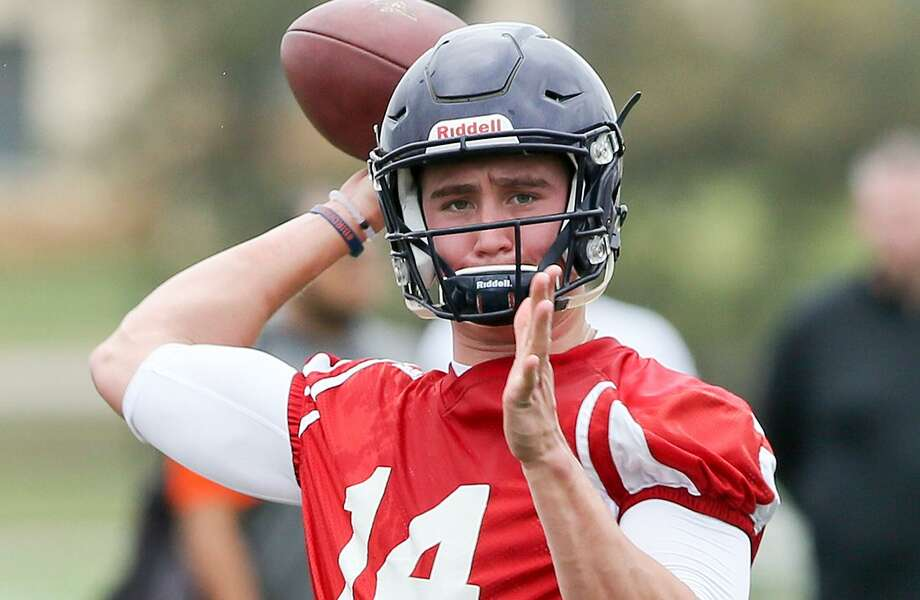 UTSA quarterback Dalton Sturm prepares to throw a pass during the opening day of spring practice on March 6, 2017. Photo: Marvin Pfeiffer /San Antonio Express-News / Express-News 2017