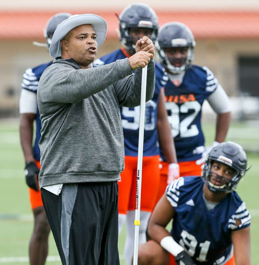 UTSA defensive line coach Bo Davis during the opening day of spring practice on Monday, March 6, 2017.  MARVIN PFEIFFER/ mpfeiffer@express-news.net Photo: Marvin Pfeiffer, Staff / San Antonio Express-News / Express-News 2017