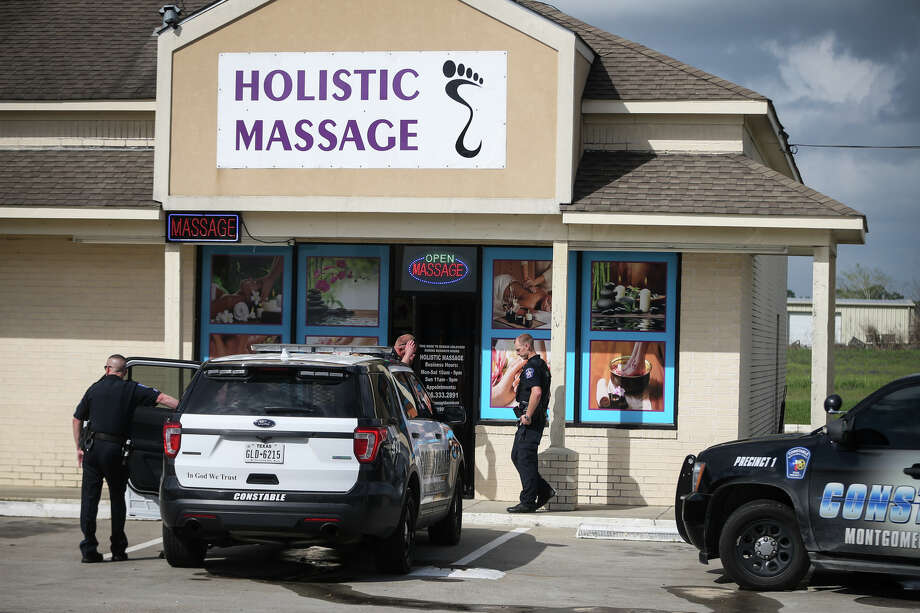 Deputies with the Montgomery County Sheriffé•s Office and Montgomery County Precinct 1 Constableé•s Office investigate an alleged instance of prostitution at Holistic Massage on Monday, March 6, 2017, off of FM 830 near Cude Cemetery Road. Photo: Michael Minasi, Staff Photographer / © 2017 Houston Chronicle