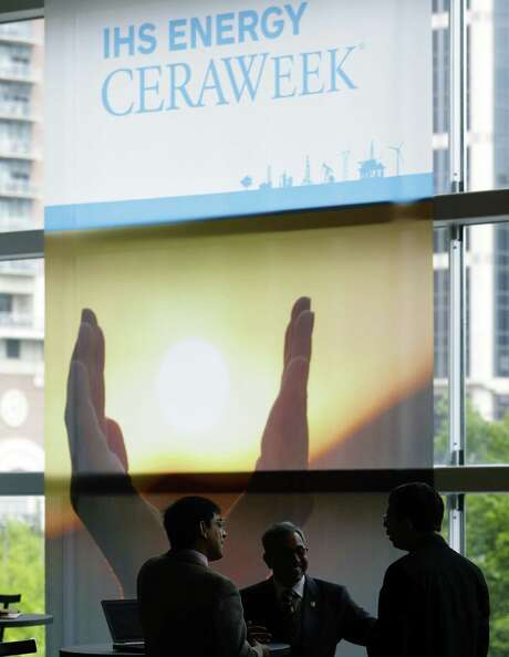 File photo of CERAweek attendees between sessions during the IHS Energy CERAWeek in 2015. There's still no swagger, but oil industry expresses guarded optimism and relief at exiting a two lousy years. Photo: Billy Smith II /Chronicle / Houston Chronicle