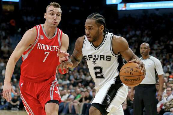 San Antonio Spurs' Kawhi Leonard drives around Houston RocketsÕ Sam Dekker during first half action Monday March 6, 2017 at the AT&T Center.