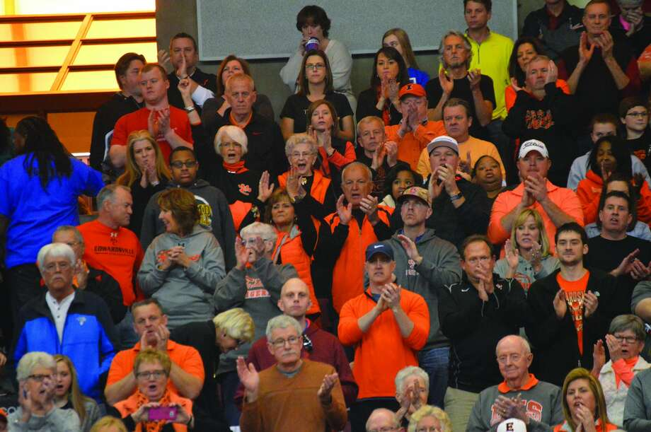 The Edwardsville crowd applauds during introductions. Photo: Matthew Kamp • Intelligencer