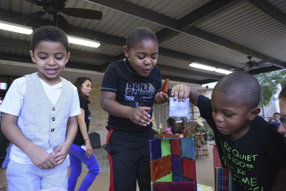 Basam Alsharif, left, Jayden Ward and Isley Smith-Keyes build a tower at the Pre-K 4 SA North Education Center last year. The citywide program was lauded as a model for quality in preschool programming. Pre-school programs in Texas as a whole lag in quality compared to other states, said panelists at a forum Tuesday. Photo: Billy Calzada /San Antonio Express-News / San Antonio Express-News