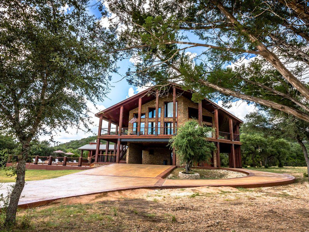 10 cabins near garner state park and the frio river for Lake cabin rentals near dallas