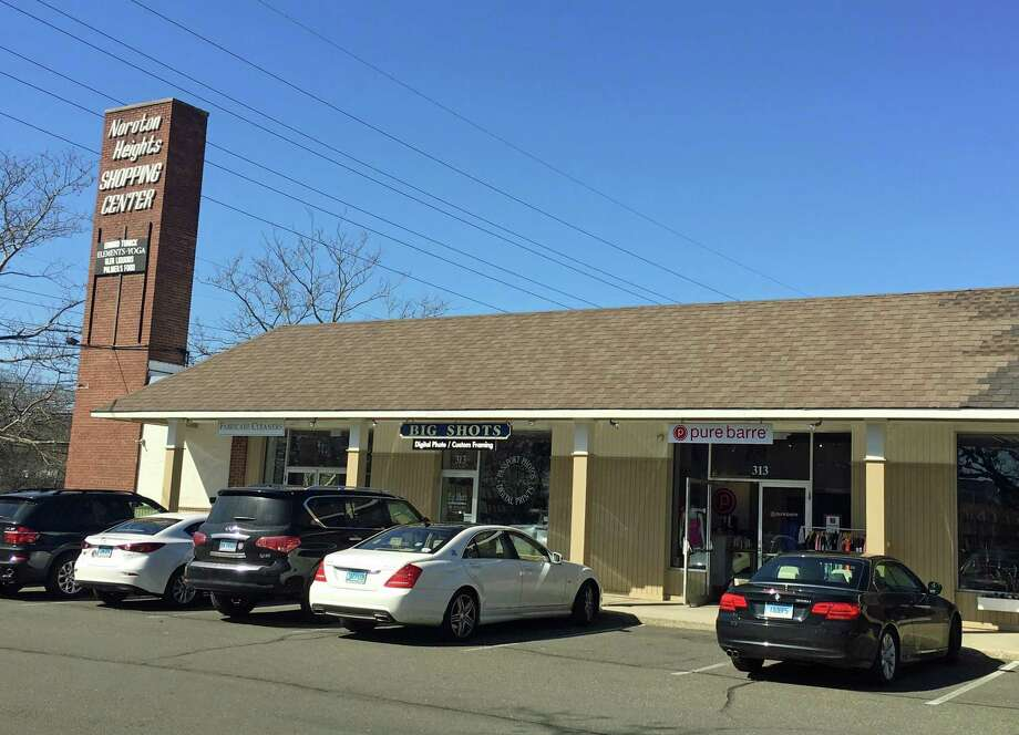 The Noroton Heights Shopping Center, which would be razed should the proposed redevelop earn approval from the Planning and Zoning Commission. Photo: Justin Papp / Hearst Connecticut Media / Darien News