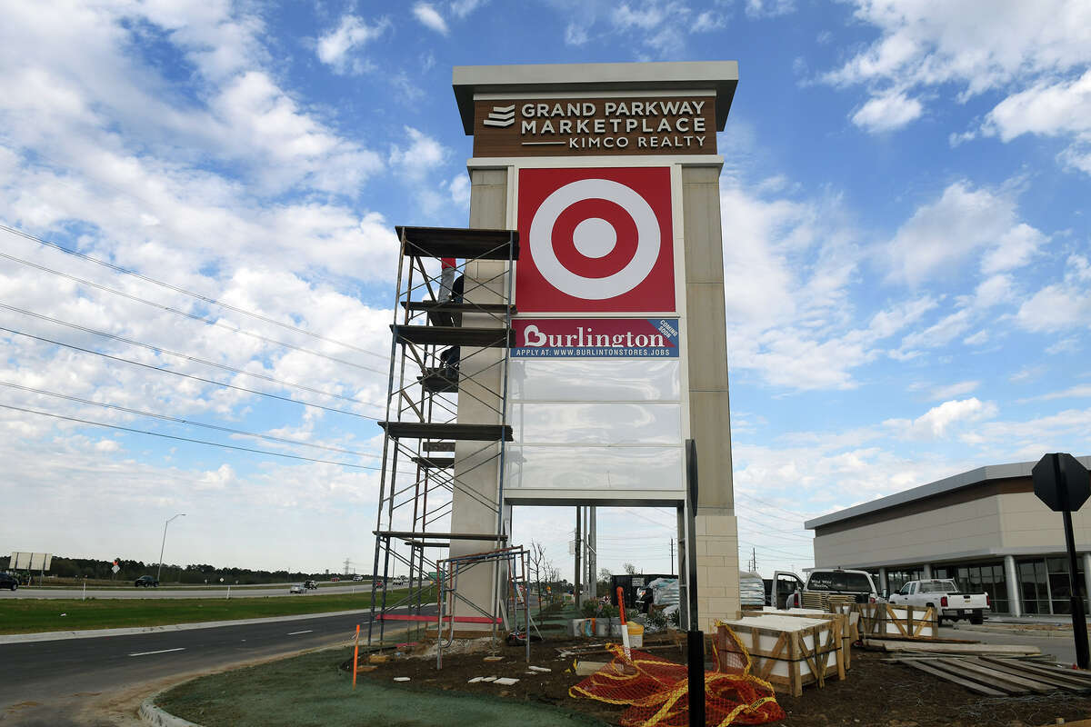 Workers continue their handiwork on the signage at Grand Parkway Marketplace I on March 3, 2017. (Photo by Jerry Baker)